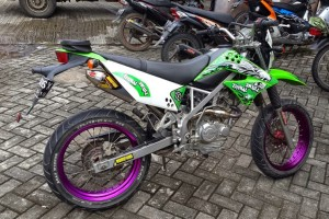 foto modifikasi kawasaki klx 150 supermoto