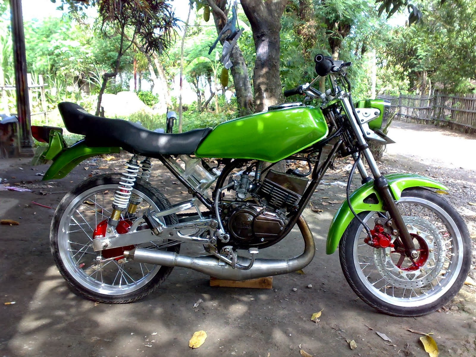 Foto Gambar Modifikasi Motor Rx King Warna Hitam Motor Hitam Warna