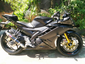 modifikasi-motor-yamaha-r15-midnight-black