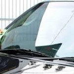 Cara Membersihkan Kaca Mobil Mudah & Praktis